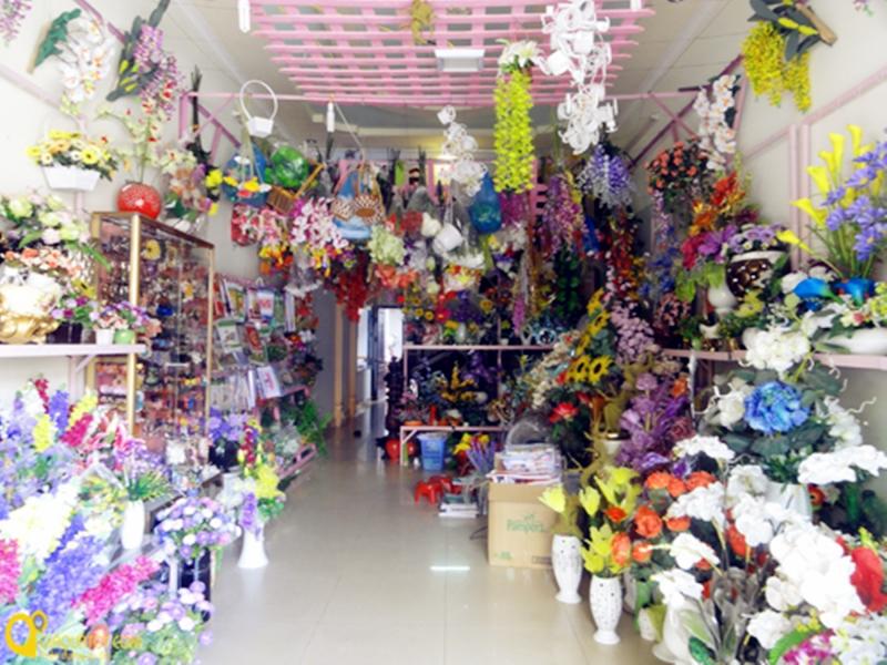 Không gian tại cửa hàng hoa nhựa Lê Nam