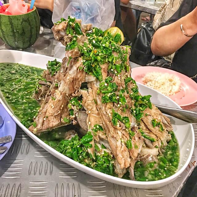 Món sườn sốt xanh là đặc sản nổi tiếng của nhà hàng