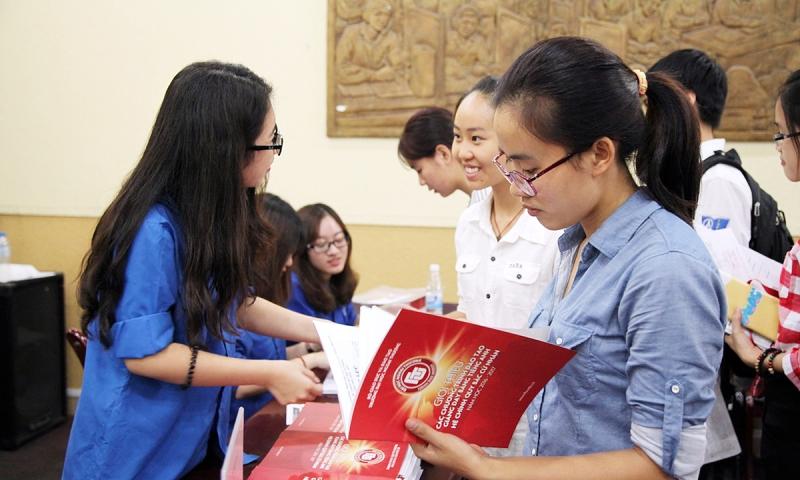Sinh viên Kinh tế trẻ trung năng động