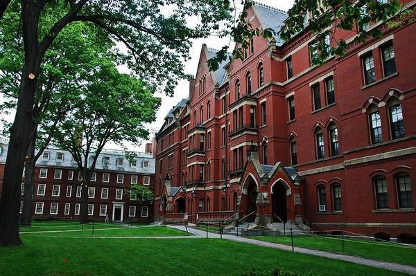 Đại học Harvard nổi tiếng với hàng loạt tòa nhà gạch đỏ