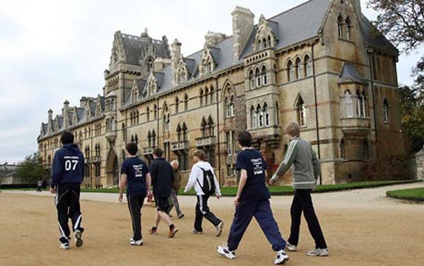 các sinh viên trường đại học Oxford