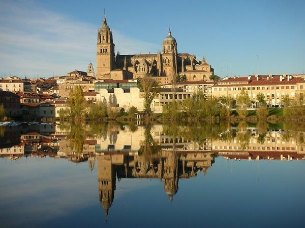 Đại học Salamanca mang một lối kiến trúc cổ tinh tế, công phu và nhất là đầy chất Tây Ban Nha