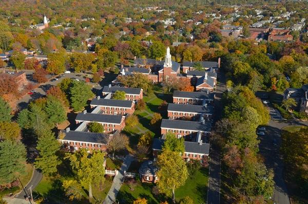 Đại học Yale tọa lạc tại bang Connecticut của Mỹ từ lâu đã trở thành điểm thu hút khách du lịch hàng đầu của toàn bang Mỹ