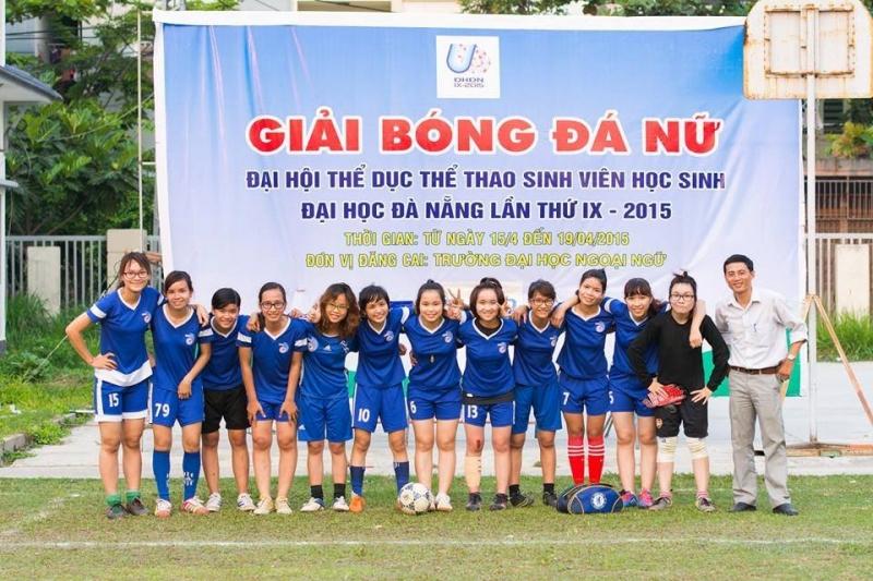 Bóng đá luôn là môn học sở thích của gái Ngoại Ngữ