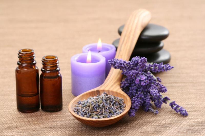 Tinh dầu oải hương giúp trị đau bụng co thắt