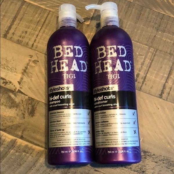 Sản phẩm không chỉ nuôi dưỡng tóc mà còn giúp lọn xoăn dày thêm, dễ dàng tạo kiểu.