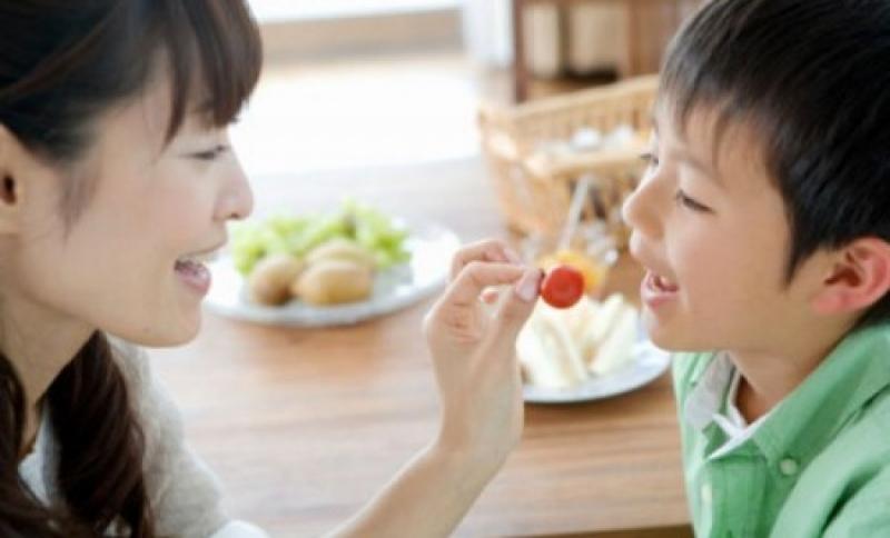 Dạy trẻ ăn uống đúng cách