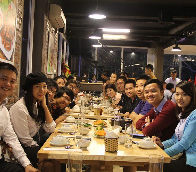 Không gian rộng rãi và ấm cúng của Dê ré Song Dương sẽ giúp bữa tiệc Tất niên thêm gắn kết