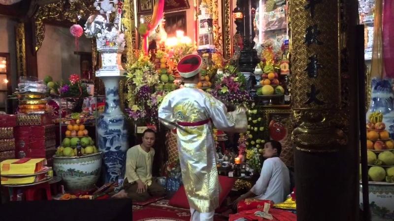 Một giá hầu tại đền Lảnh Giang