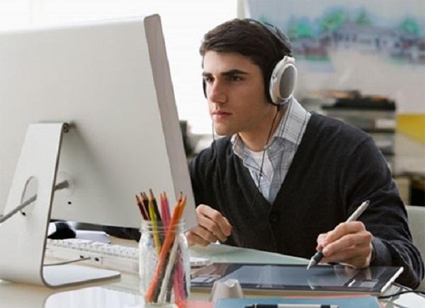Đeo tai nghe trong suốt thời gian làm việc có thể làm cho thính lực của bạn kém đi