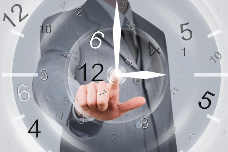 Tạo lập thói quen dậy sớm để không đi làm muộn.