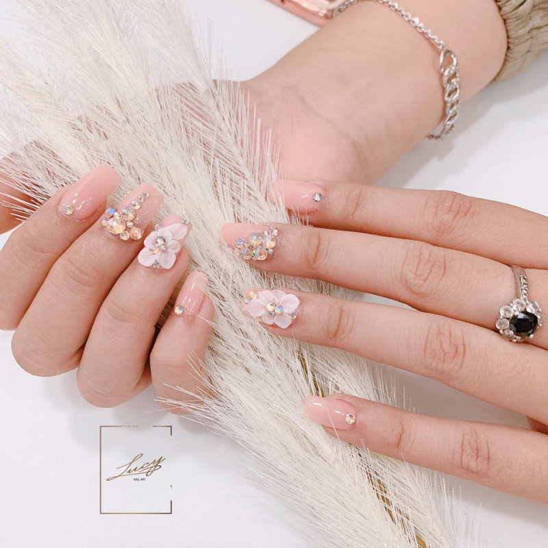Lucy Nail