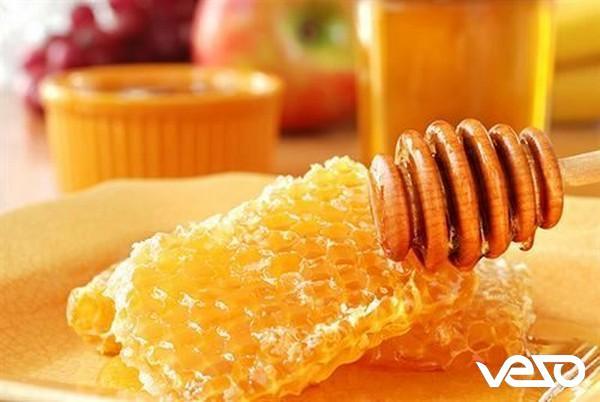 Cách trị viêm tai giữa bằng sáp ong