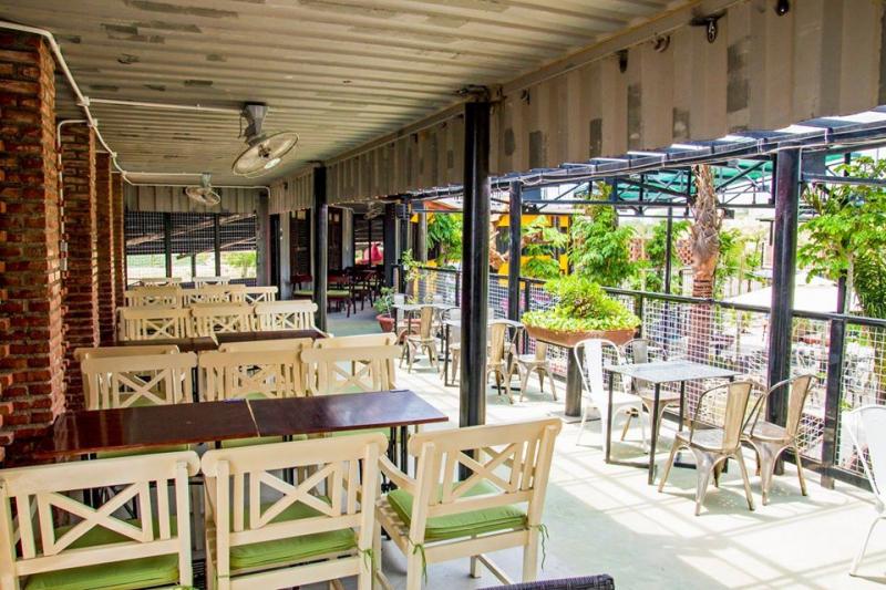 Quán Container Coffee có không gian rộng chia làm nhiều khu, lạ mắt