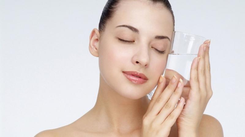 Giảm cân bằng việc uống 2-3 lít nước mỗi ngày