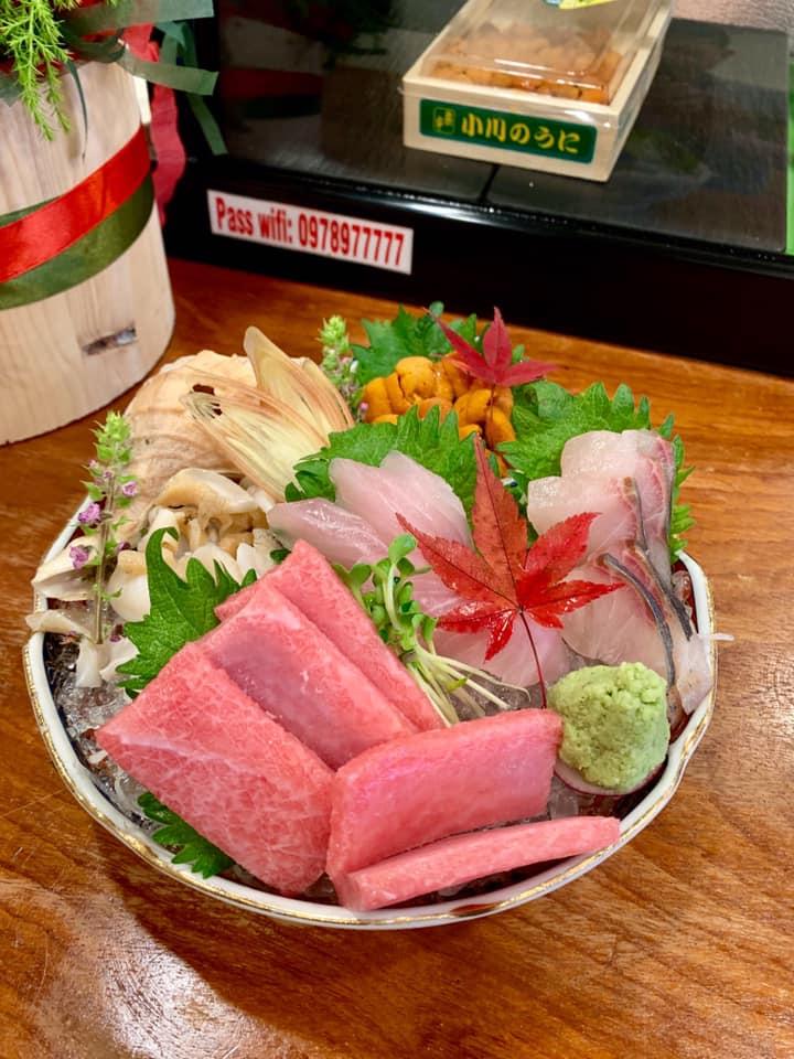 Các phần cá và thịt được cắt lát dày, hương vị vẫn giữ được độ tươi nhất định