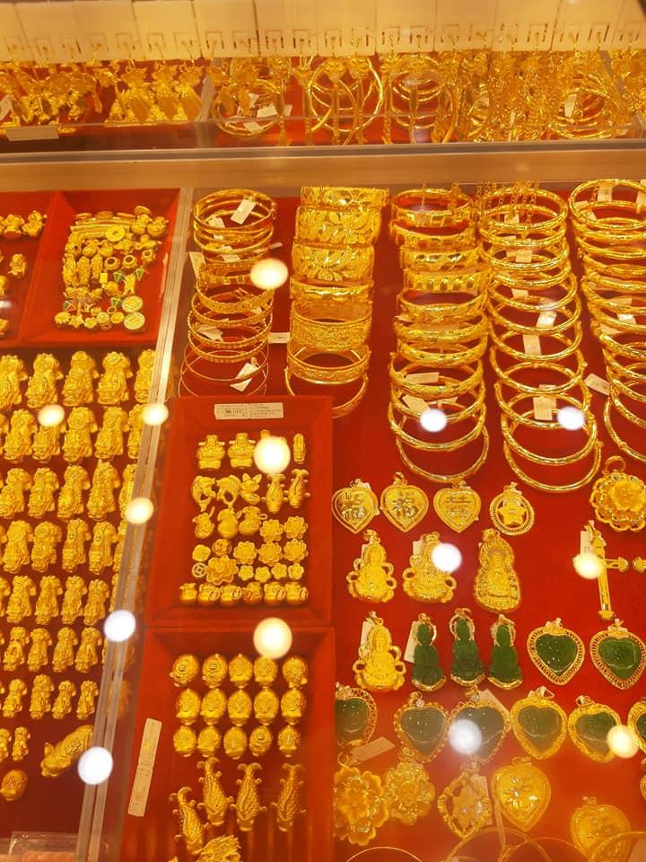 Tiệm vàng TỶ