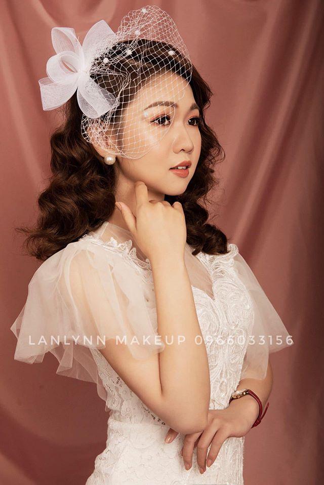 Lan Em- Makeup Artist