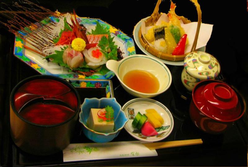 . Điểm cộng ở Matsu Sushi là nhân viên được đào tạo chuyện nghiệp