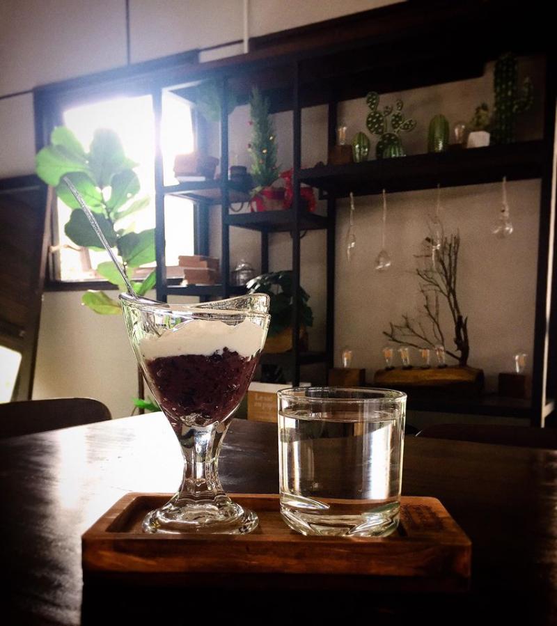 Ứng của viên nặng kí cuối cùng trong danh sách là Mono Cafe