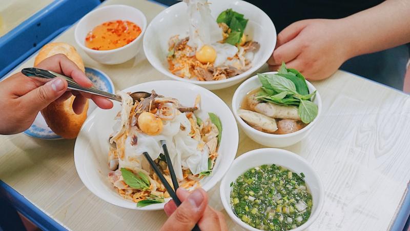 Quán ăn này chuyên các món ngon Đà Lạt, nổi bật với bánh căn và bánh ướt lòng gà