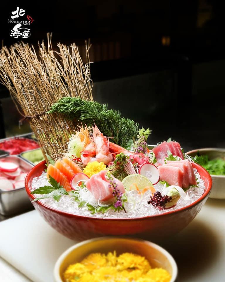 Món ăn rất tươi, khi ăn cảm giác rất mát lạnh, giữ được vị tươi tự nhiên của các nguyên liệu.