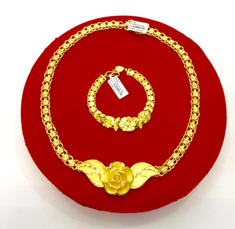 Bộ trang sức tại tiệm vàng Kim Thành Bà Chiểu