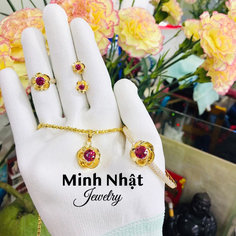 Bộ trang sức của tiệm Vàng Minh Nhật