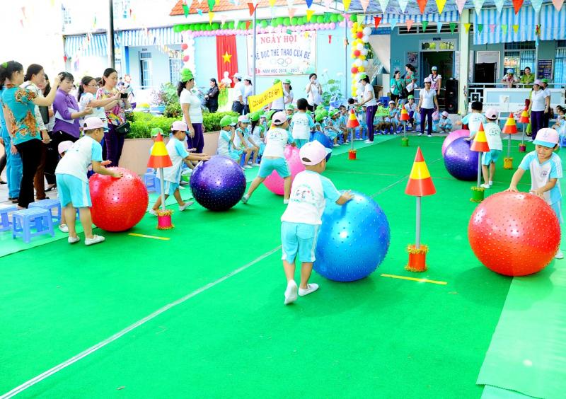 Trò chơi vận động: Lăn bóng