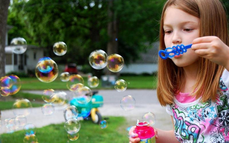 Trò chơi vận động: Thổi bong bóng xà phòng